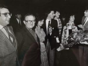 La consegna a Don Pierino Gelmini fondatore delle Comunità Incontro di Amelia del primo trattore per lavorare, regalato da Radio Incontro
