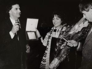 Radio Incontro premia Mia Martini per la voce più ricca d'interiorita