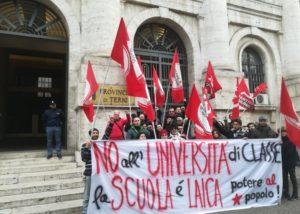 Potere al Popolo a fianco degli studenti per difendere l'istituzione scolastica