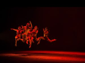 Sette performers perPlay uno dei più grandi successi internazionali della compagnia Kataklò Sul palco del teatro Lyrick il prossimo 25 gennaio