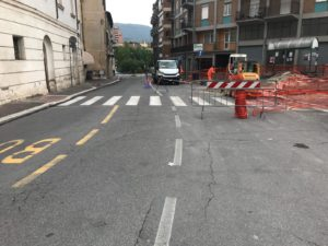 Terni, cedimento della pavimentazione a Via Carrara: Ripristinata l'erogazione idrica con un sistema provvisorio, tre giorni per la riparazione definitiva